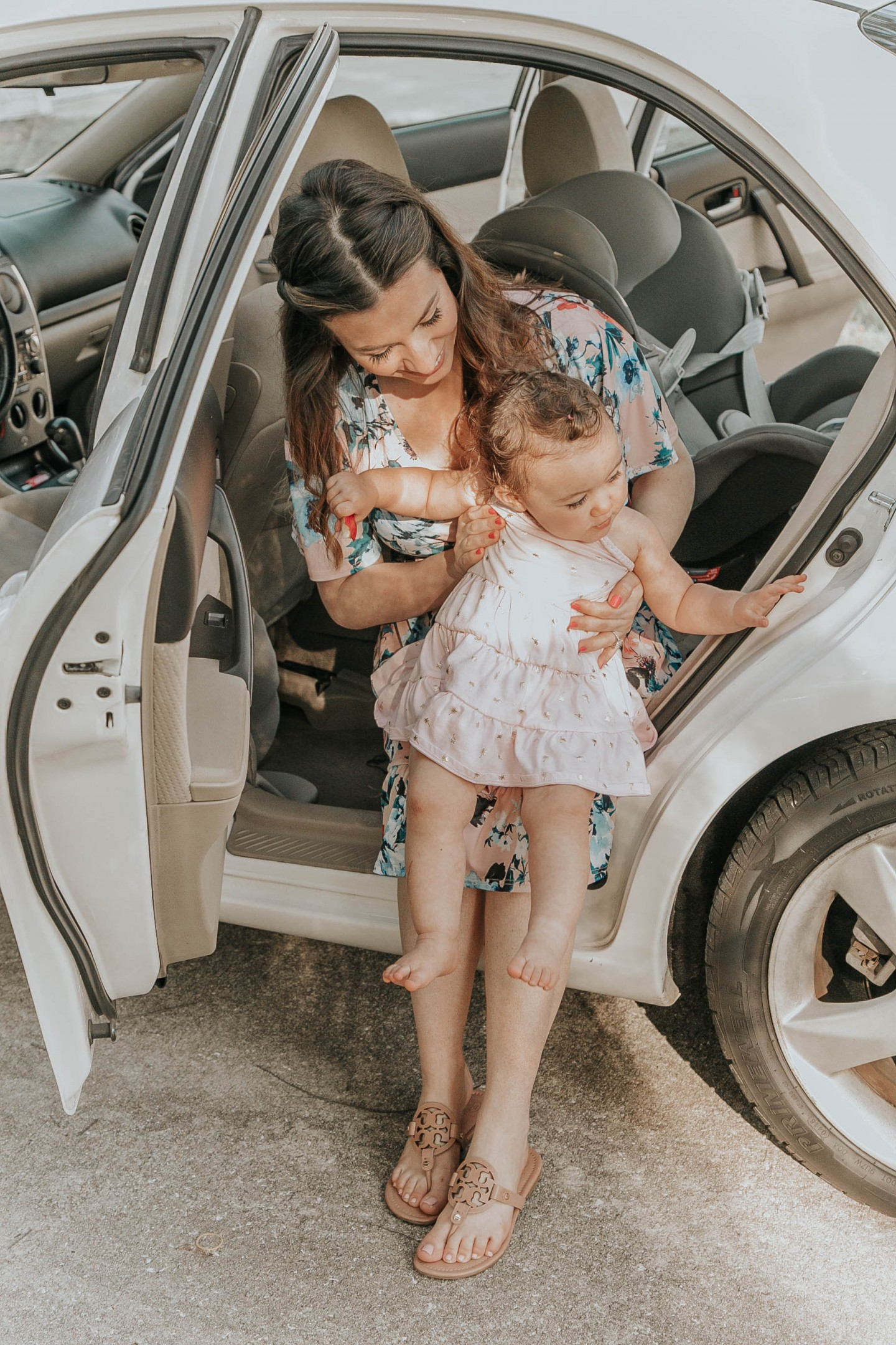 HOW WE MAKE CAR RIDES MORE ENJOYABLE WITH A TODDLER